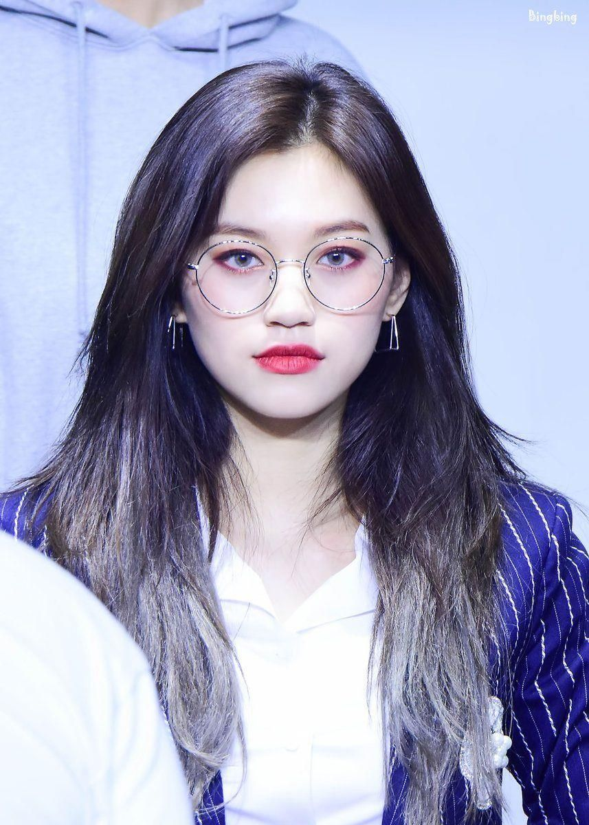 Top 5 Female K Pop Idols Who Look Classy Sophisticated And Chic With Glasses On Kpopmap Doyeon Kim Doyeon Beauty Choice
