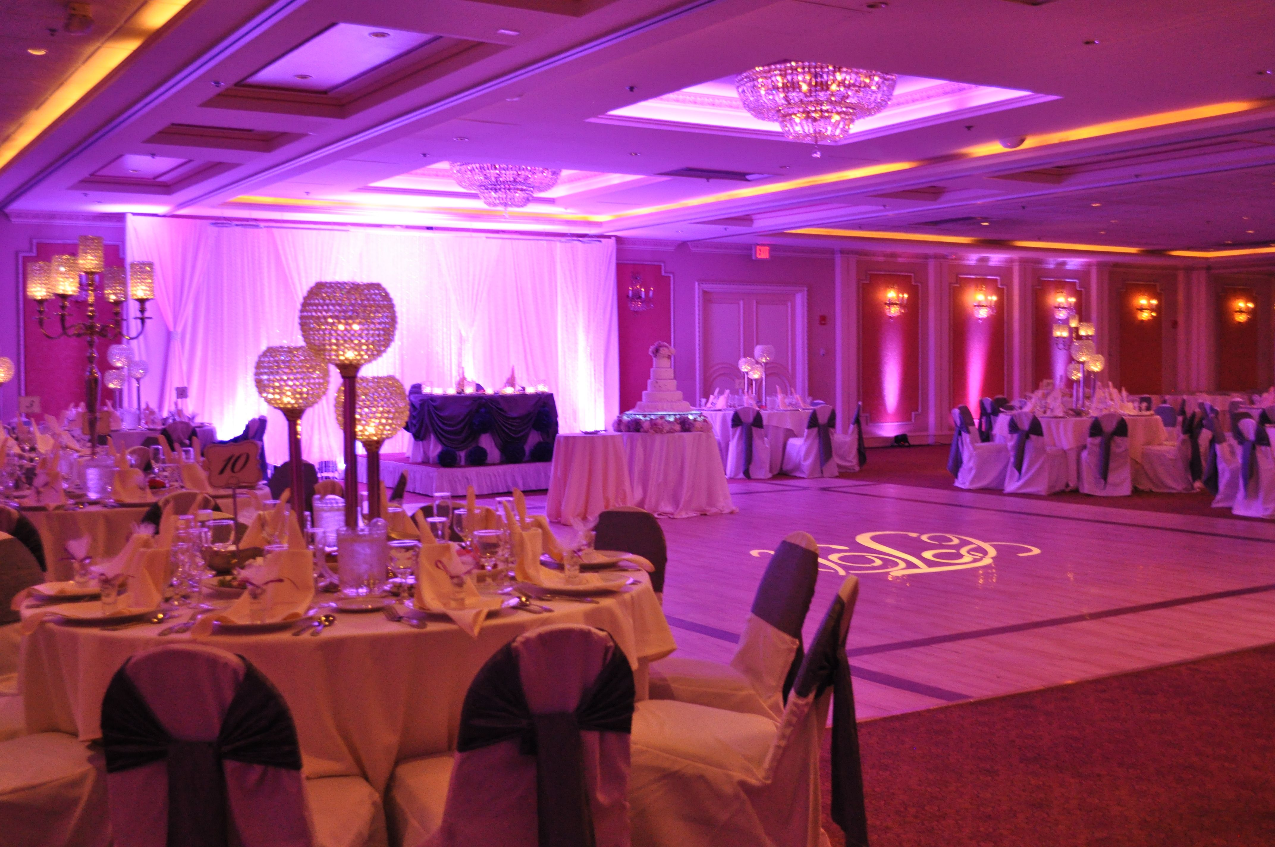 Timeless Elegance Is Evident In Every Detail Of This Premier Banquet Hall Nestled In The Heart Of Chicago Wedding Venues Elegant Wedding Venues Wedding Venues