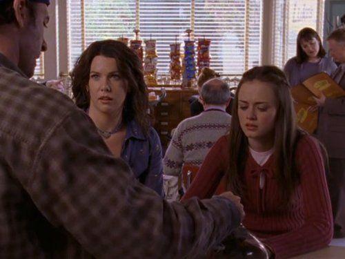 Alexis Bledel and Lauren Graham in Gilmore Girls (2000)