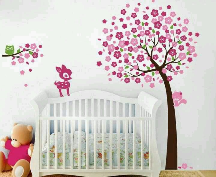 Cuarto para ni a decoralo con un rbol y animalitos de for Decoracion bebe nina