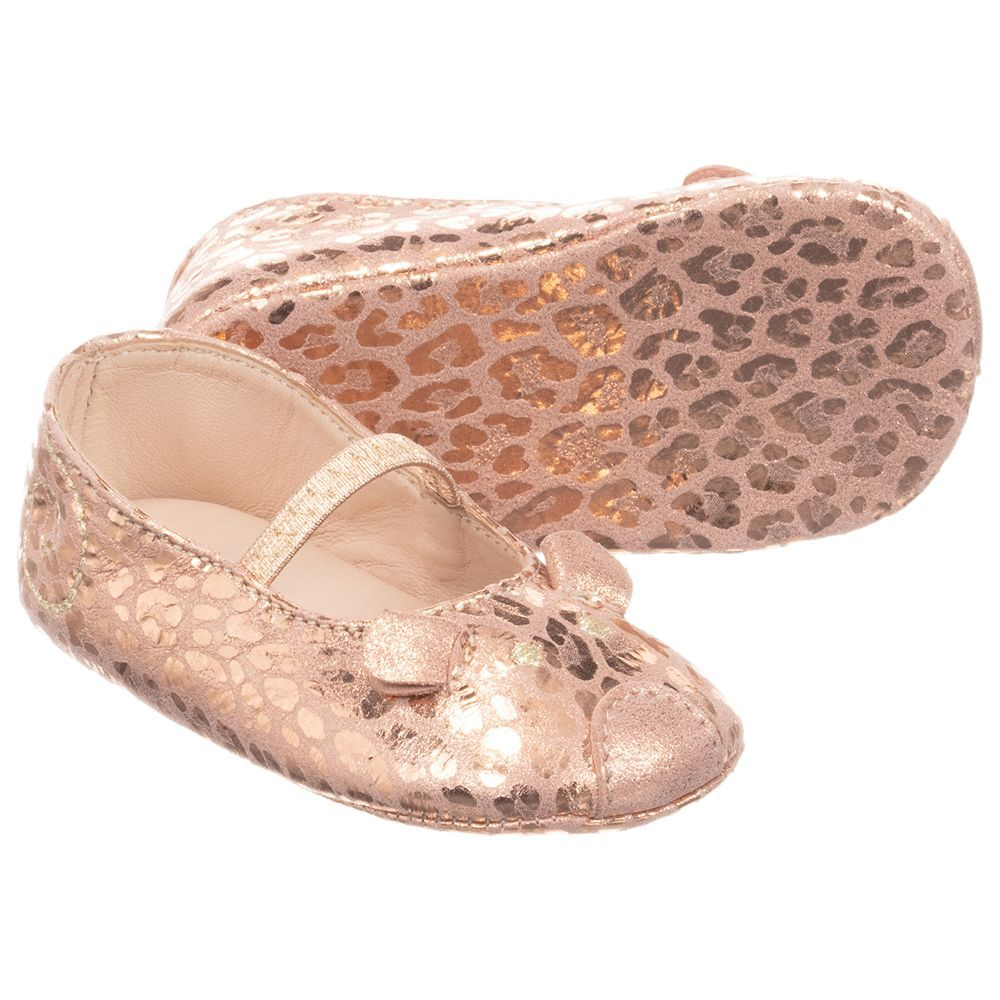 b77ff2d5bb3d Baby girls rose gold pre-walker shoes by Little Marc Jacobs. They are made  in soft leather with a cute mouse face on the toes