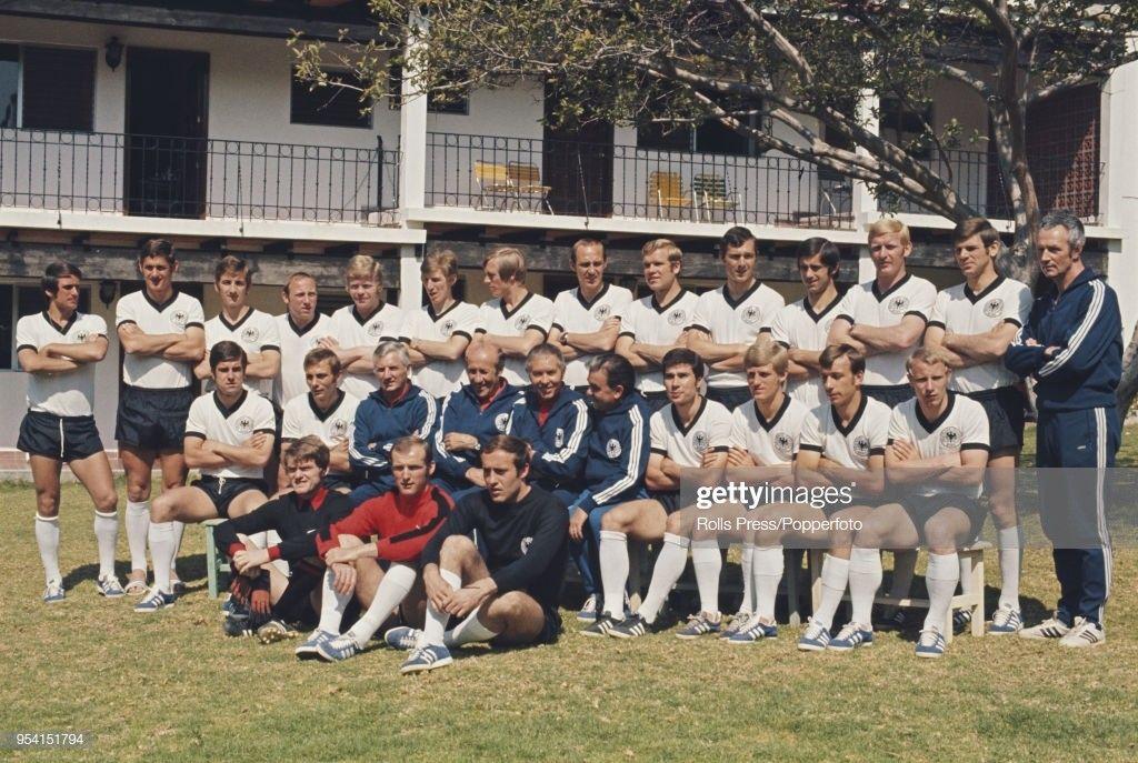 Germania 1970 Wolfgang Overath Max Lorenz Hannes Lohr Uwe Seeler Helmut Haller Jurgen Grabowski Sigfried Held Franz Beckenbauer Beckenbauer Fussballplatz