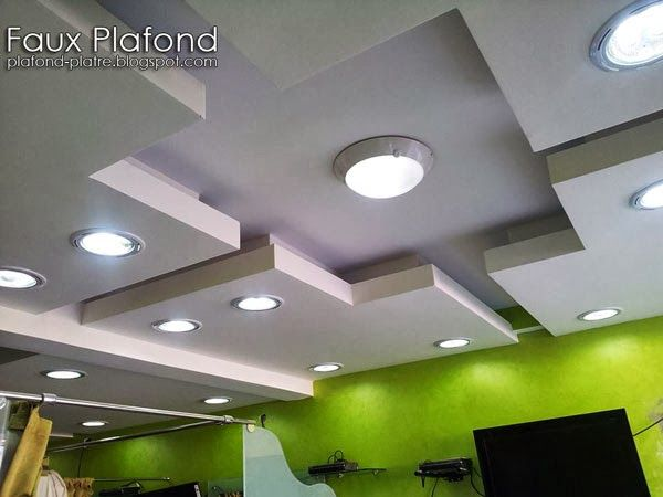 D coration faux plafond suspendu pour les salons de for Decoration platre salon