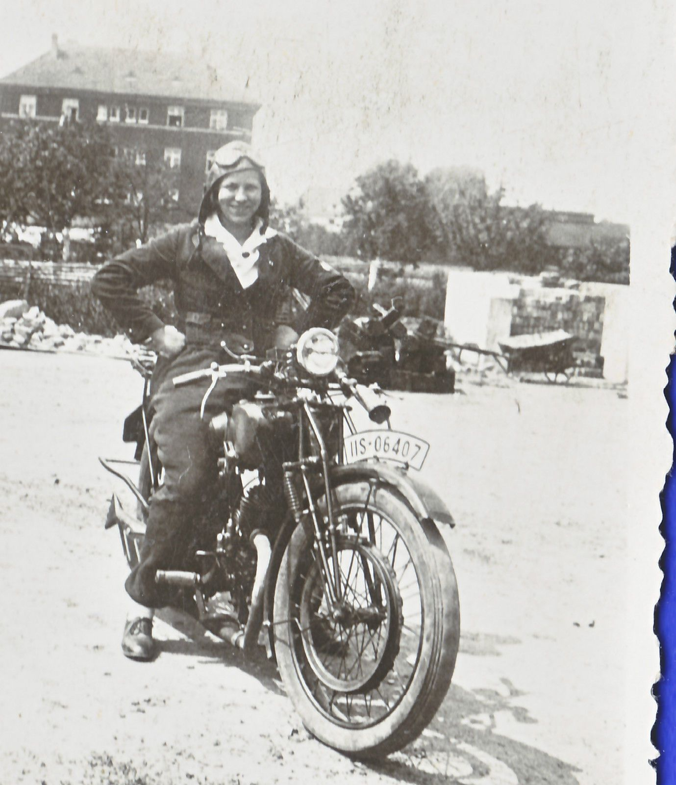 Heidi with the motorcycle Volkers 1940 | motorcycles and beautiful ...