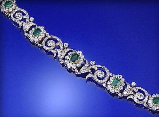 EMERALD AND DIAMOND BRACELET, LATE 19TH CENTURY