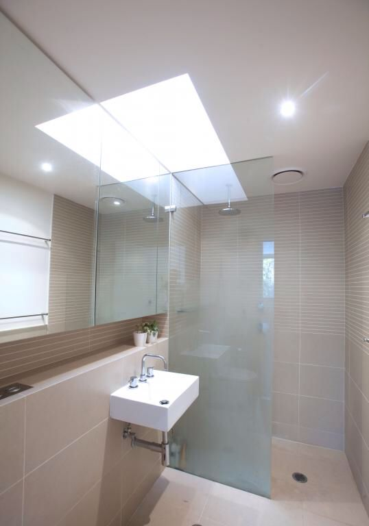 small ensuite layout shame about the tiny vanity bathroom rh pinterest com