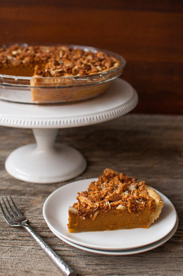 Amaretto-Almond Crunch Pumpkin Pie #pumpkinpierecipe