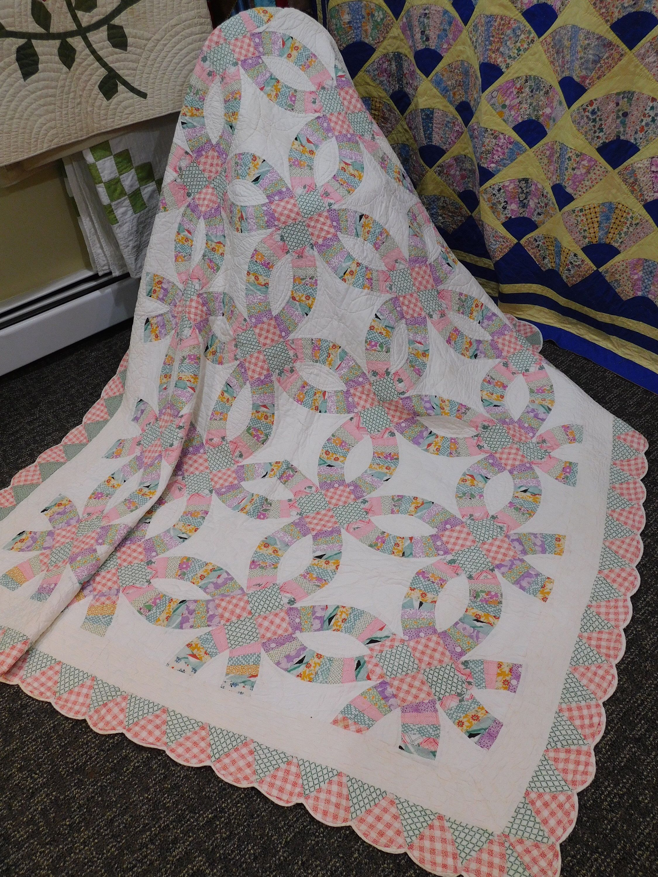 Vintage 1930 s Wedding Ring Quilt Hand Quilted with Scallop Edge