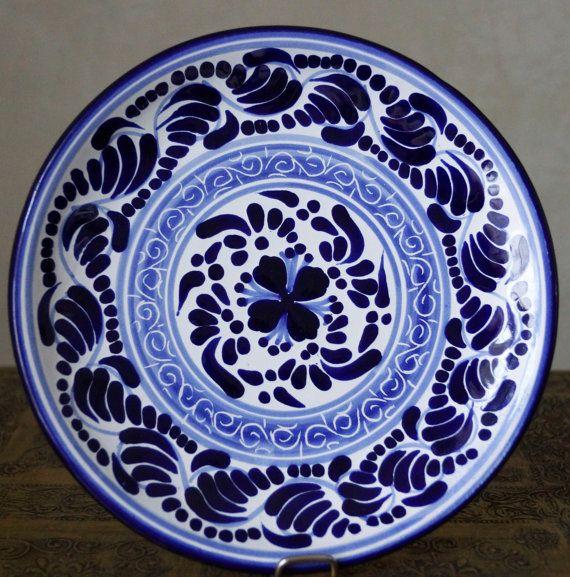Hernandez puebla talavera pottery round plate by for Oficina zona azul talavera