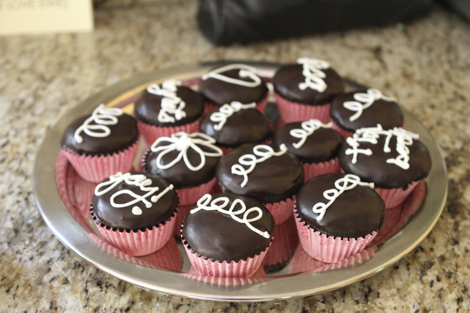 Fauxstess Cupcakes With Images Cake Decorating Cupcakes