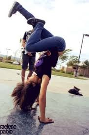 I'm a bit obessed with this kind of pictures because I can't do this but I'm training hard
