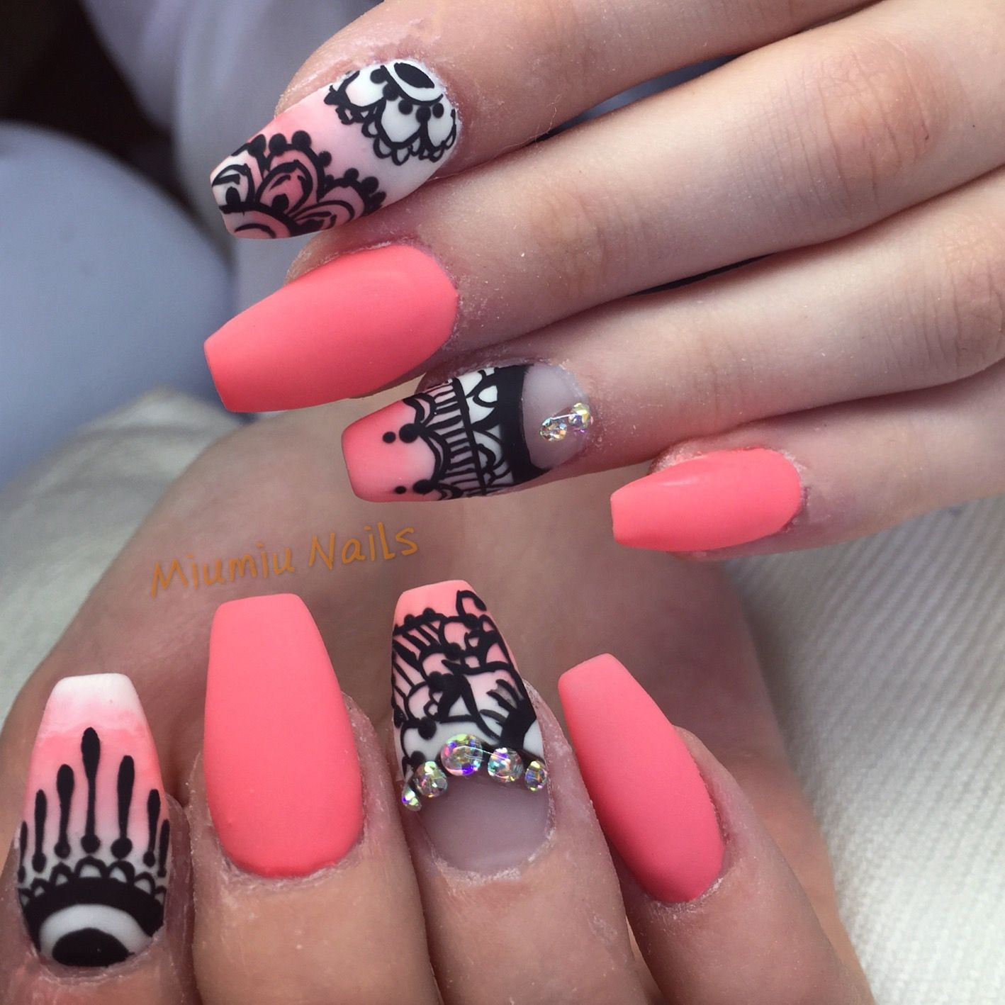 Neon peach ombre nails with acryl painting | My Nails | Pinterest ...