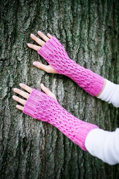Honeycomb Gauntlet Fingerless Gloves in Orchid