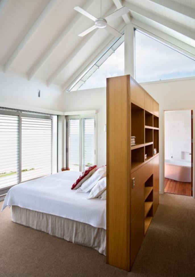 BEDHEAD Built in storage wardrobe opposite. & BEDHEAD Built in storage wardrobe opposite. | Chambre | Pinterest ...
