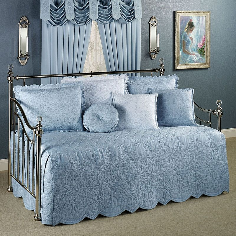 Daybed-Bedding-with-Romantic-Blue-Design.jpg (800×800)