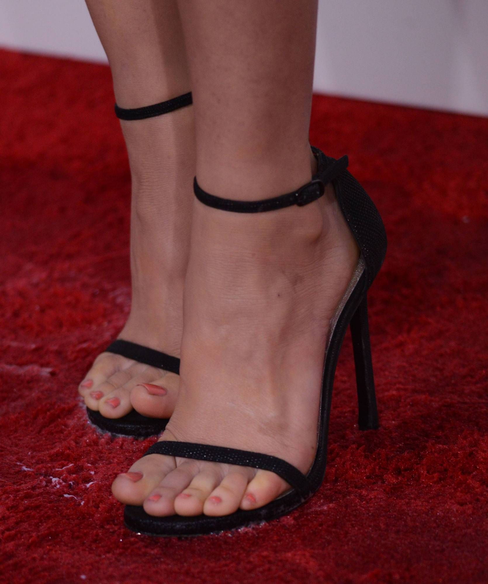 Olivia Munn Wikitoes Pies Hermosos De Mujer Tacones Sandalias Tacon