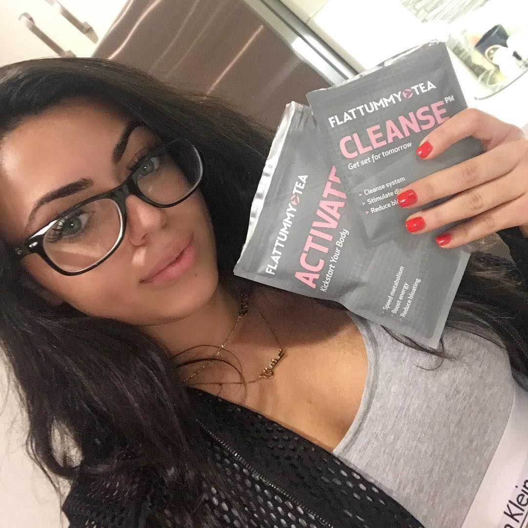 #ad I had to try @flattummytea out! Getting this tummy on track and back to flat, who else is on it?