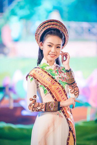 Cận cảnh bộ áo dài độc đáo của Đại sứ Lễ hội Cafe Buôn Ma Thuột 2017 - Ảnh 7
