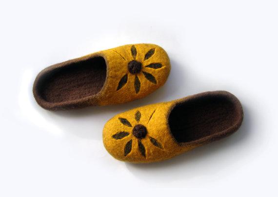 ddd016df8e9c8 Women felted wool slippers Flower / handmade wool clogs/ yellow ...