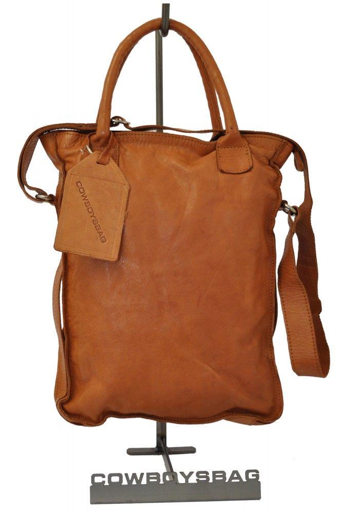 Die Cowboysbag Dover Ledertasche ist eine tolle Allroundtasche für jeden  Tag in warmem Cognac. Geräumige Handtasche / Tote aus hochwertigem Leder.