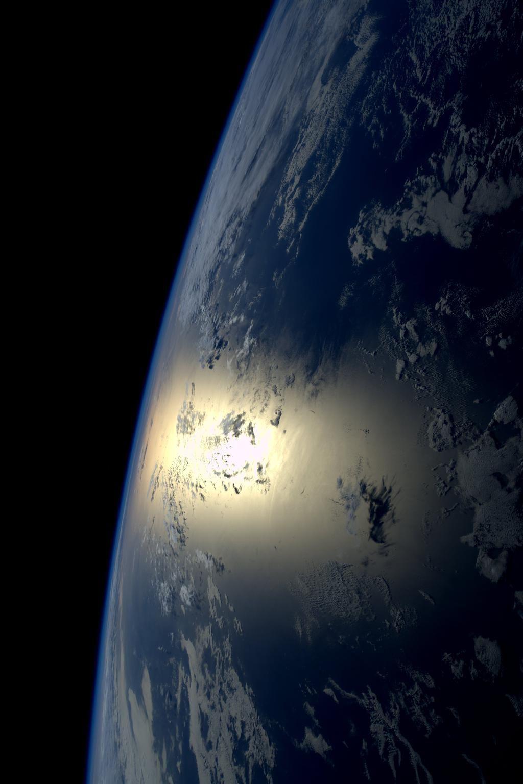 Good night from #space. Buona notte dolla spazio.