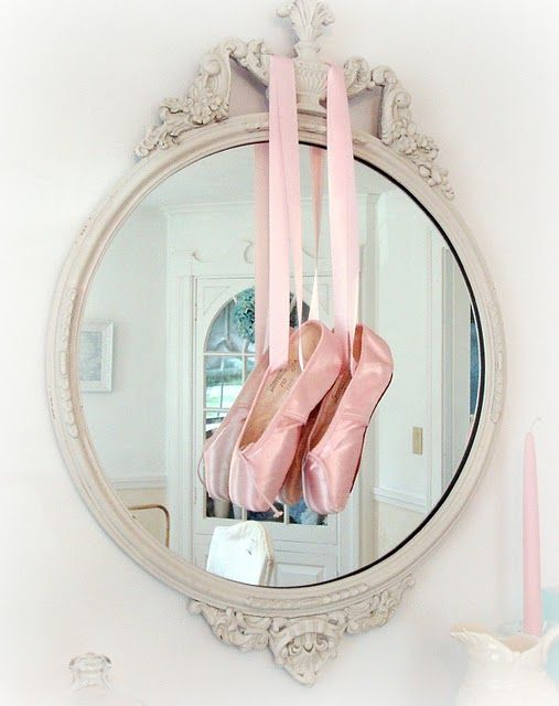Pointe shows , Holly will love this picture and she will be on pointe this year. : )