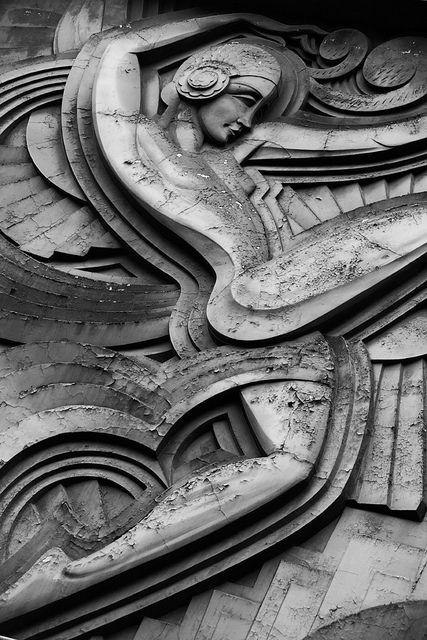 Art Decò Relief Sculpture