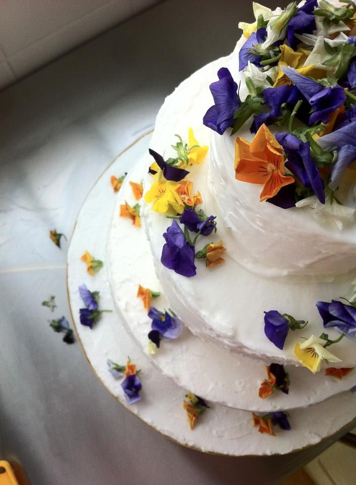 Fresh Edible Wedding Cake Flowers With Edible Flower Petal Wedding
