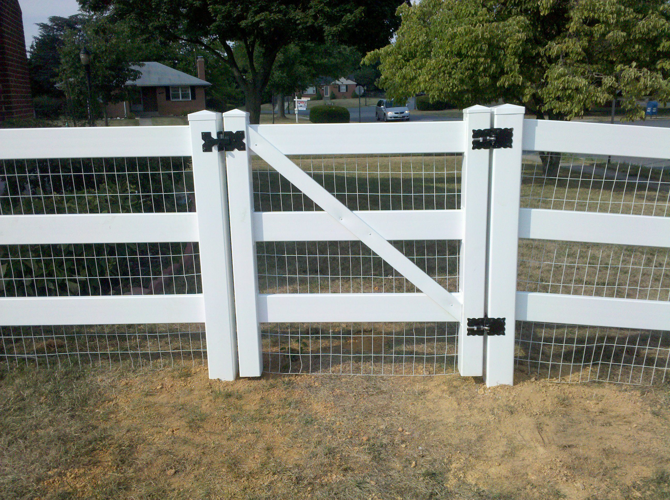 vinyl fence and wire - Google Search | Chickens in 2018 | Pinterest ...