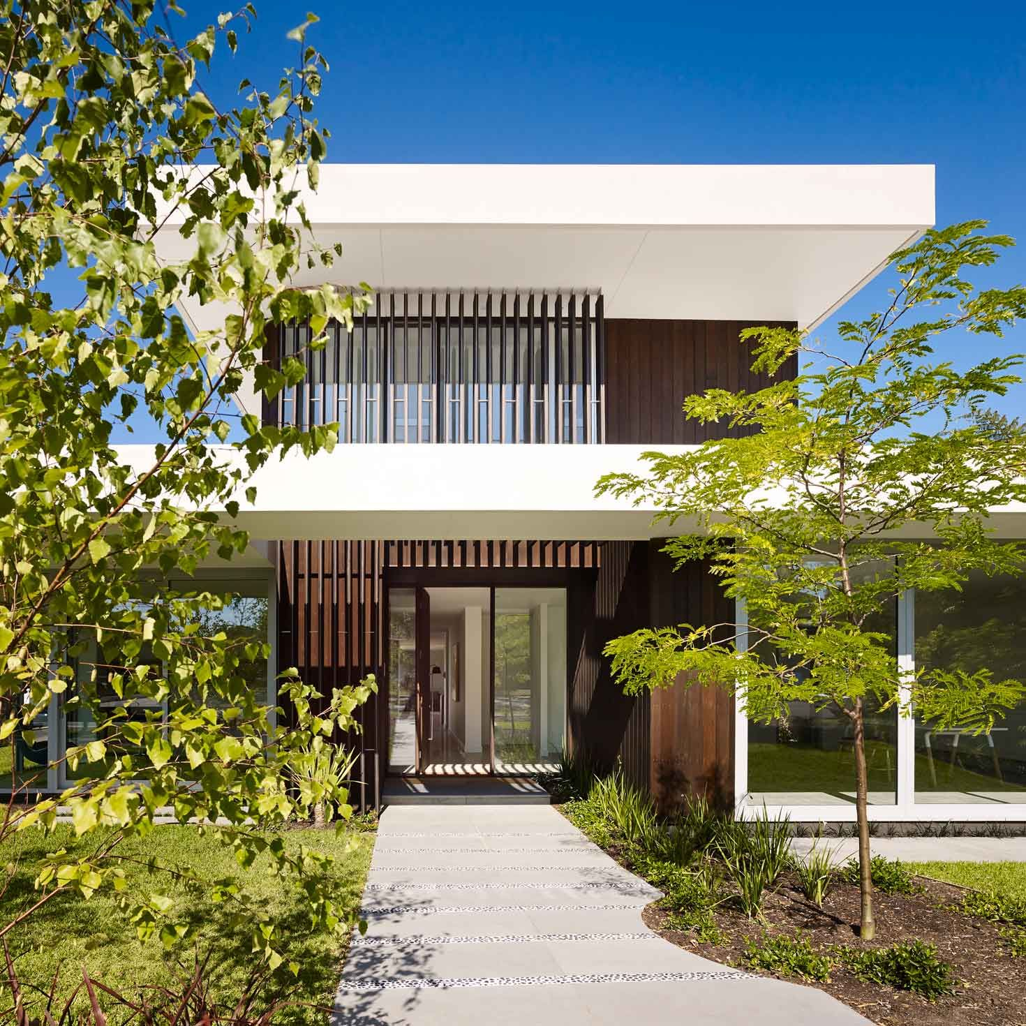 This modernist inspired architecture with deep horizontal roof planes extensive glazing and emphasis on outdoor living is perfectly suited to the