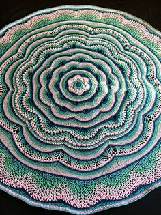 Crocheted Pattern blanket afghan wrap throw on CrochetSquare.com