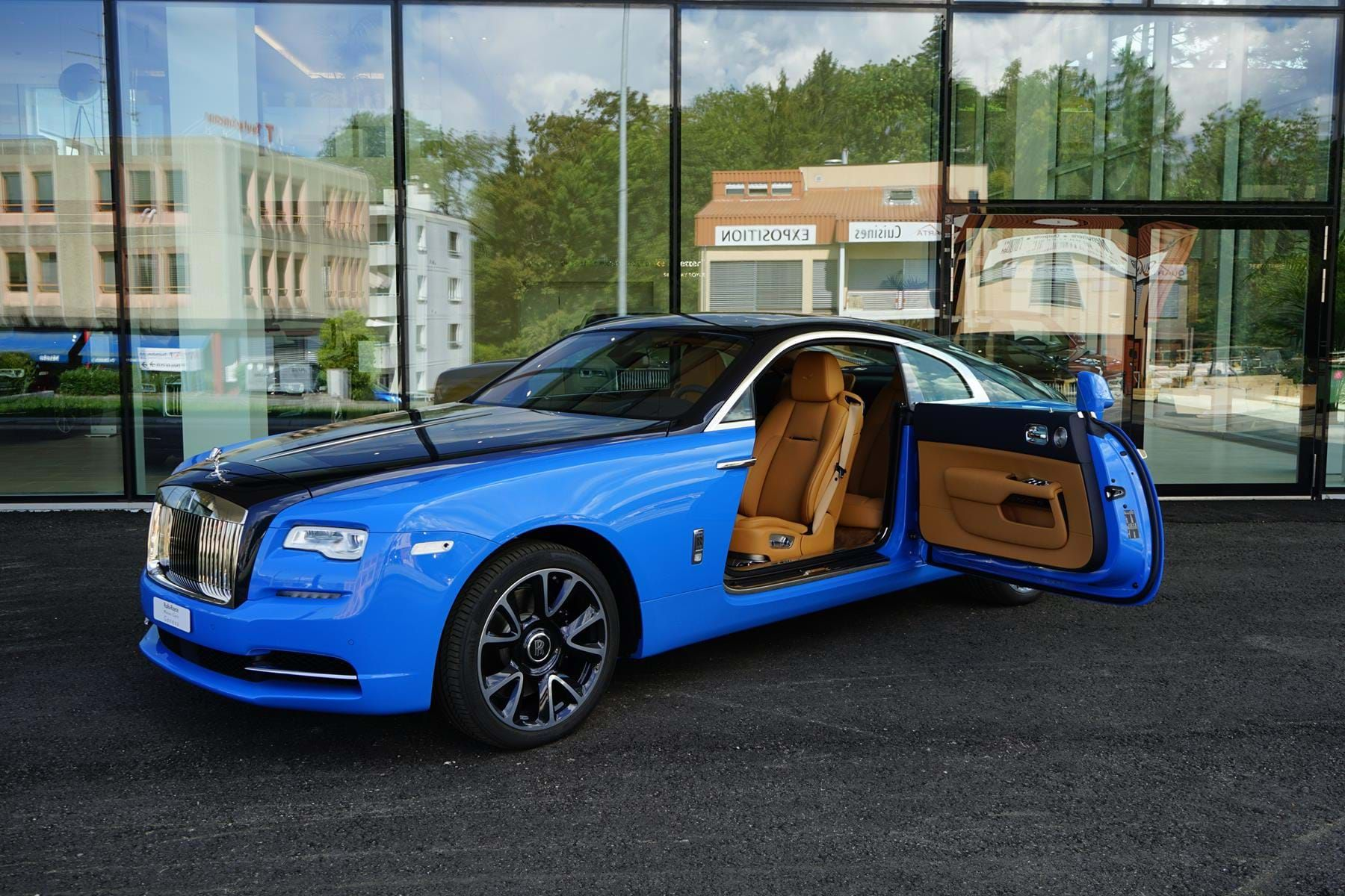 Rolls Royce Wraith My2108 One Of One French Racing Wraith Luxury Pulse Cars Switzerland For Sale On Luxurypulse In 2020 Rolls Royce Rolls Royce Wraith Racing