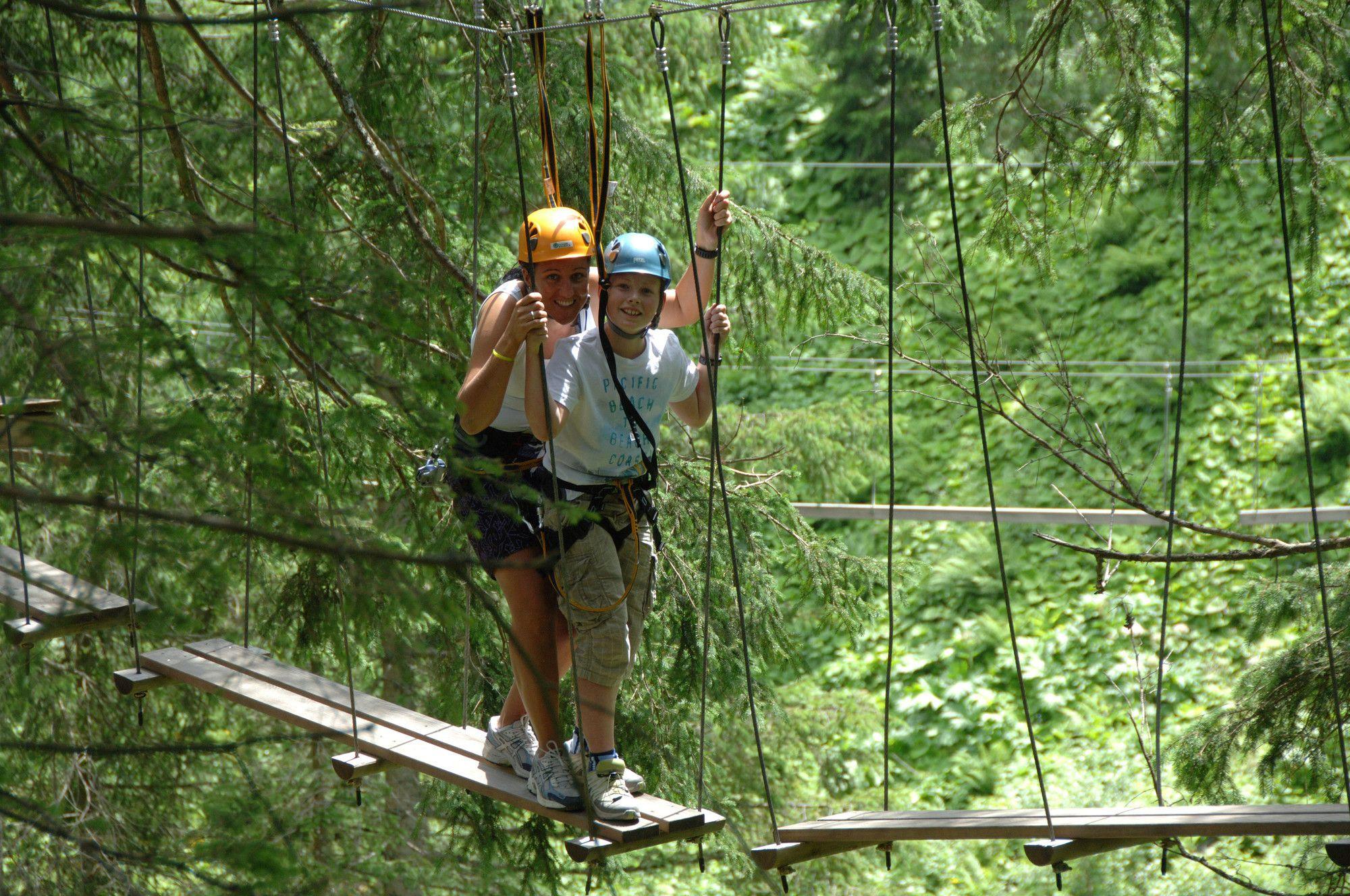 Klettermax & Mutige holen sich ihren Adrenalin-Kick im Hochseilpark Saalbach Hinterglemm https://www.hotel-talblick.at/sommer/klettern-hochseilpark-saalbach.html