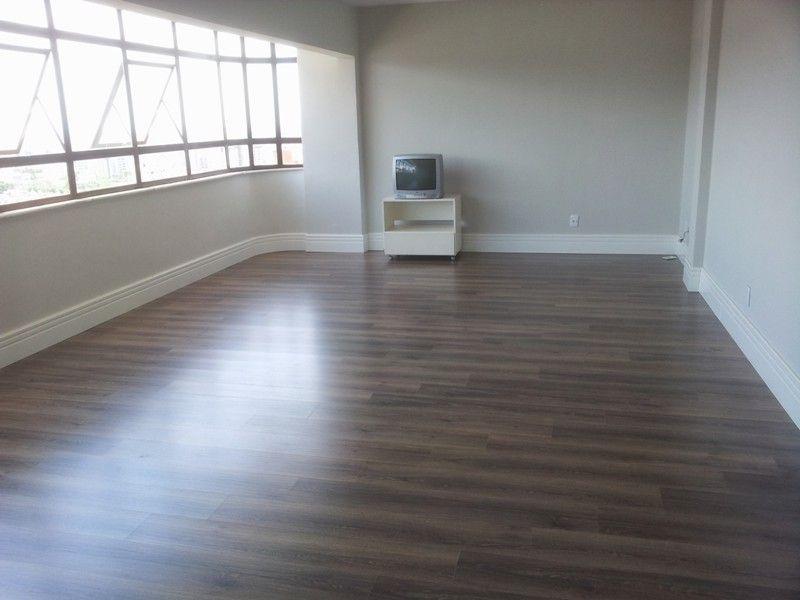 Sala exatamente como vai ficar piso durafloor nogueira for Piso 0 salas de estudo e atl