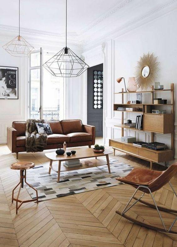 idee deco salon classique, canape en cuir marron, sol en parquet ...