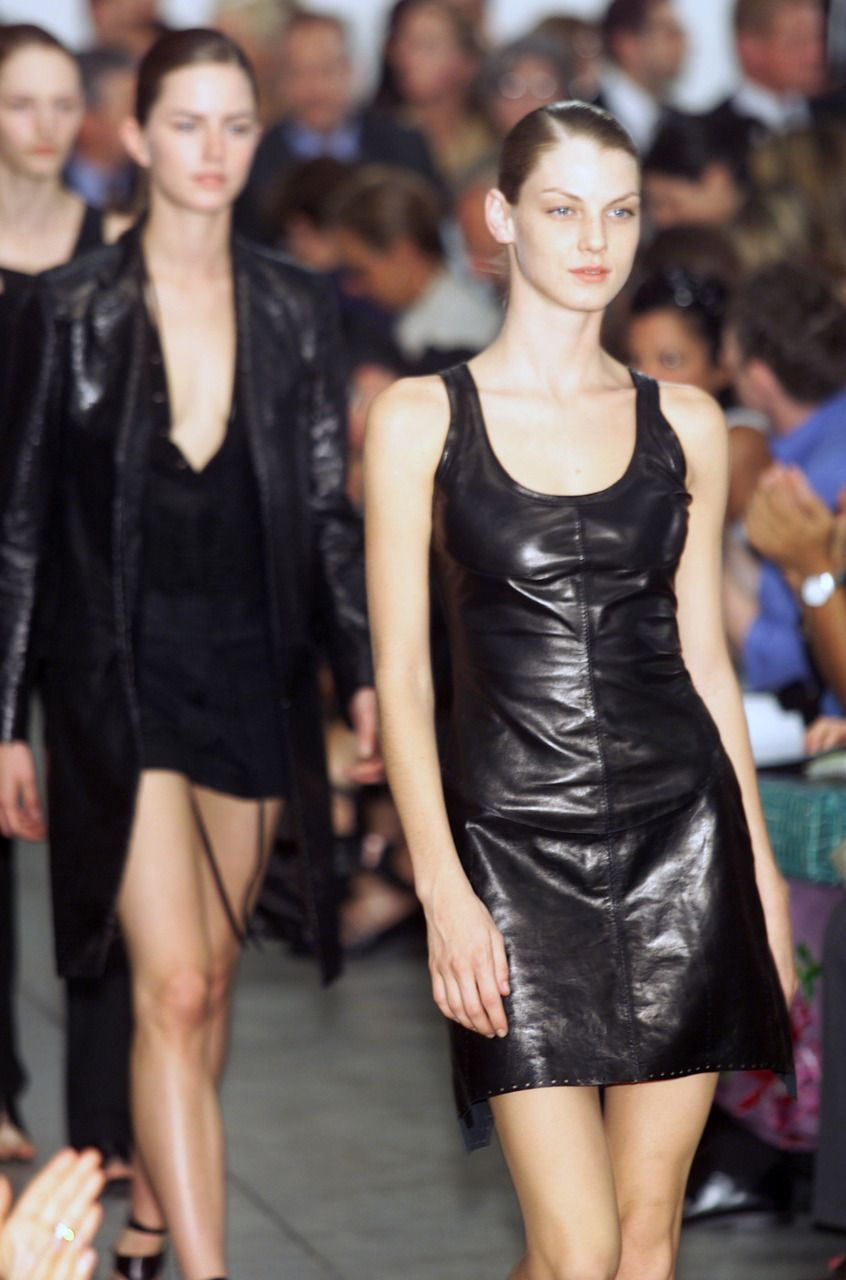 Helmut Lang Spring 2001 Ready To Wear In 2020 Helmut Lang Ready To Wear Fashion Models