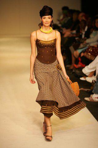 pingl par houinsou sur tenue africaine pinterest couture africaine robe pagne et tenue. Black Bedroom Furniture Sets. Home Design Ideas