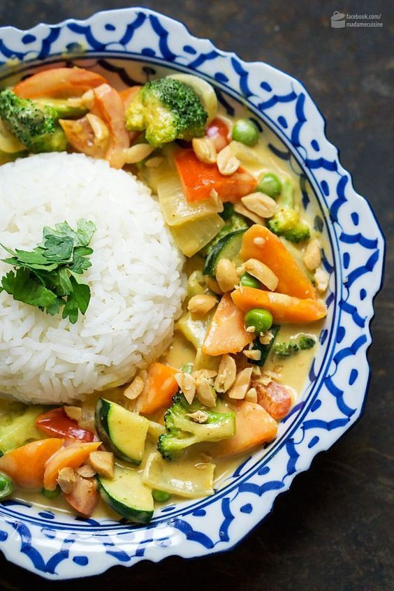 Photo of Yellow Thai curry with peanut butter – Madame Cuisine