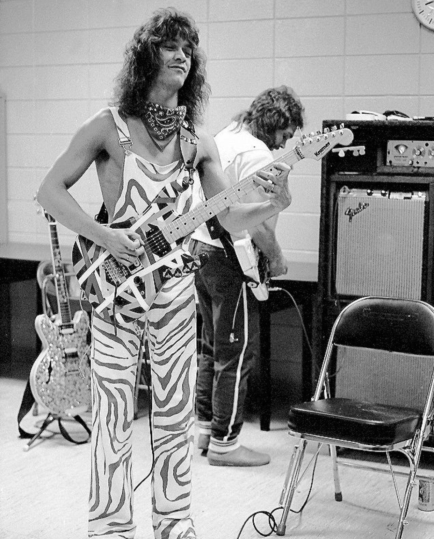 Pre Floyd Rose Frankenstrat 1979 Eddie The King Van Halen 1979 Frankenstrat Red White Black Vintage Pre Floy Van Halen Guitar Tips Easy Guitar