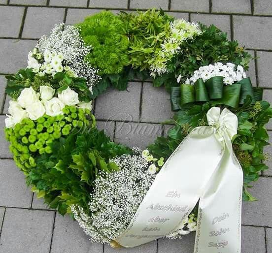 Grn  Creme  Floristik Krnze  Trauerkranz Beerdigung