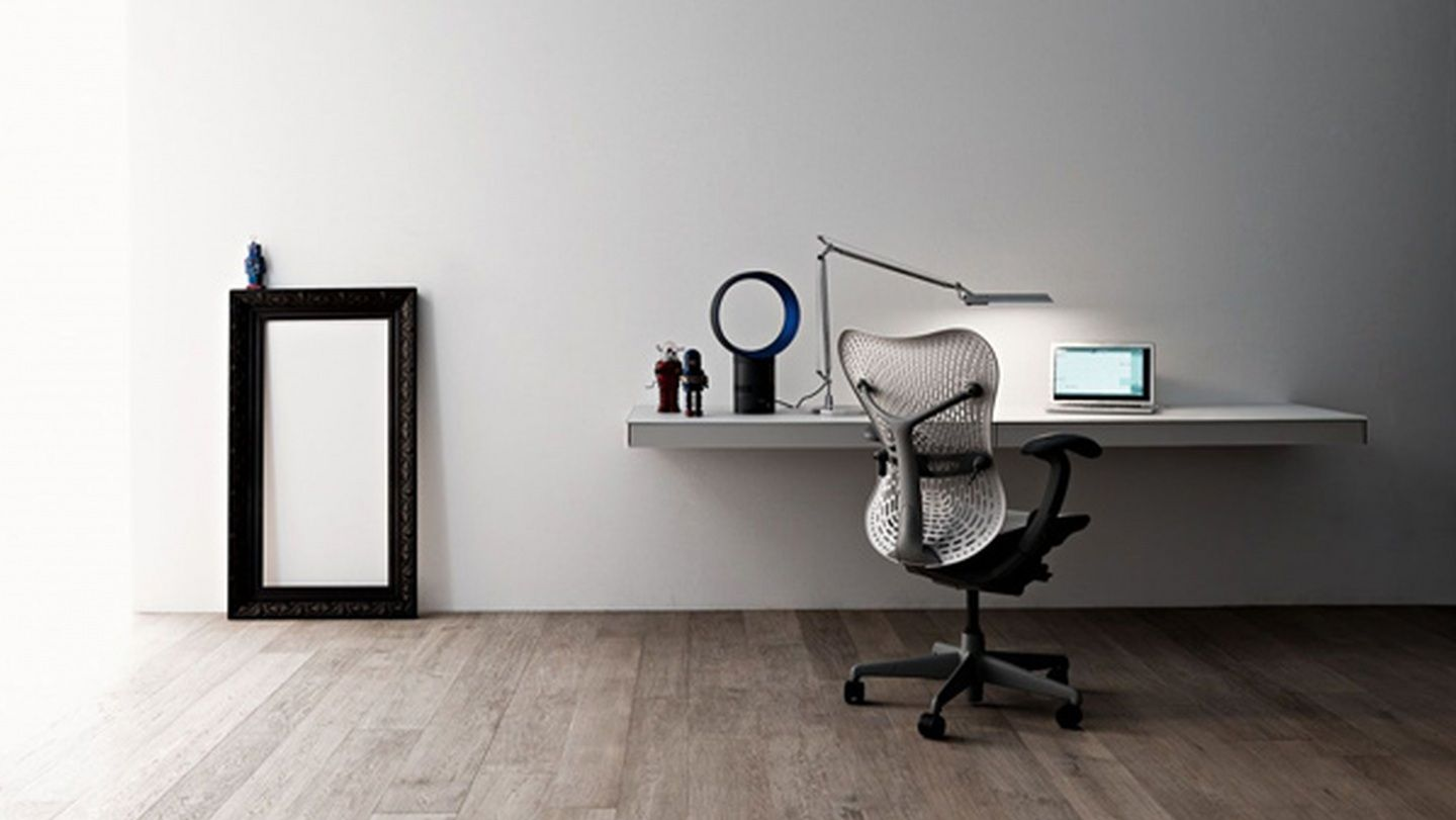 grey-floating-computer-desk-hanging-on-grey-painted-wall-added-with-swivel-adjustable-chair-placed-on-wooden-floor-as-well-as-wall-mounted-computer-monitor-plus-wall-mount-for-computer.jpg (1440×811)