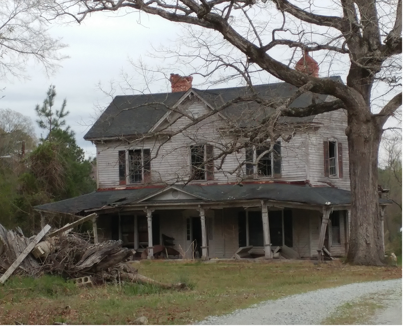 Old Farmhouse in Durham NC [1318x1066] | Abandoned in 2019