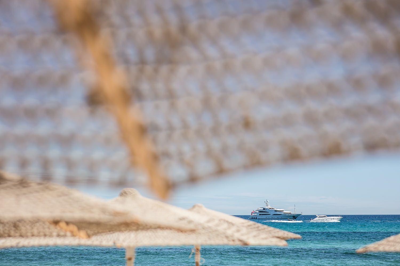 Epingle Par Hotel Byblos Saint Tropez Sur Byblos Beach Beachwise Ramatuelle