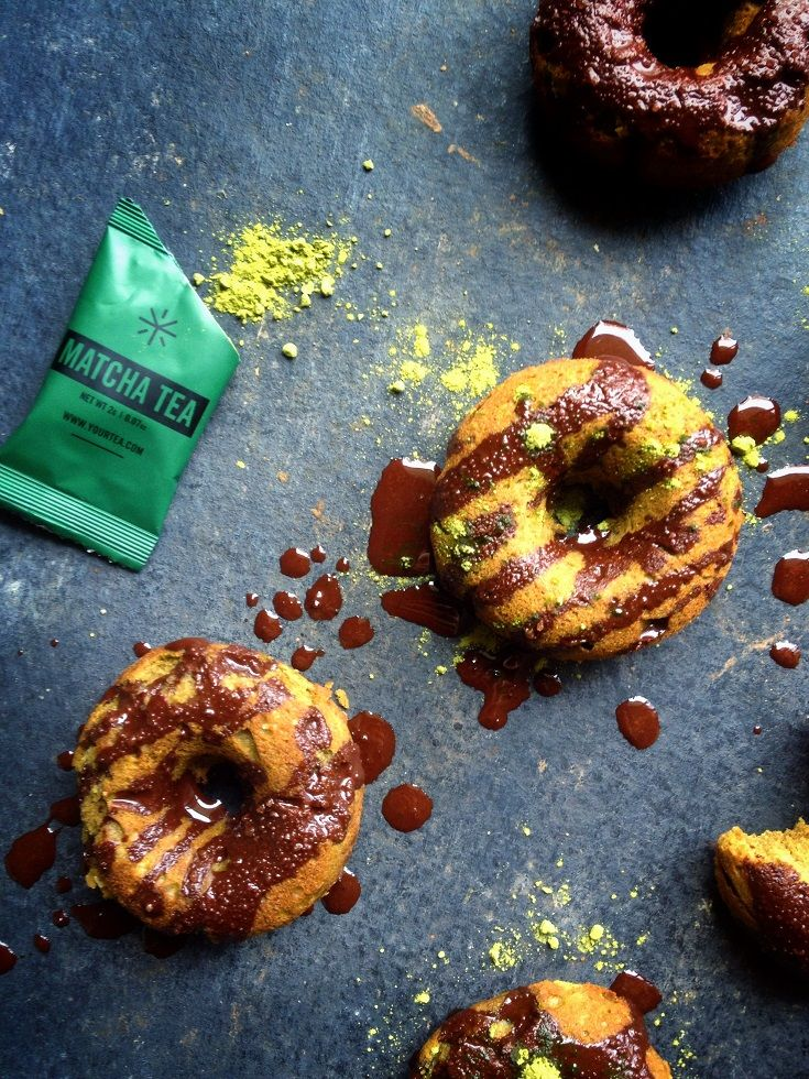 Matcha vegan Krapfen mit Schokolade Nieselregen. Egg frei, milchfrei, glutenfrei, raffinierten Zucker frei. viedelavegan.com