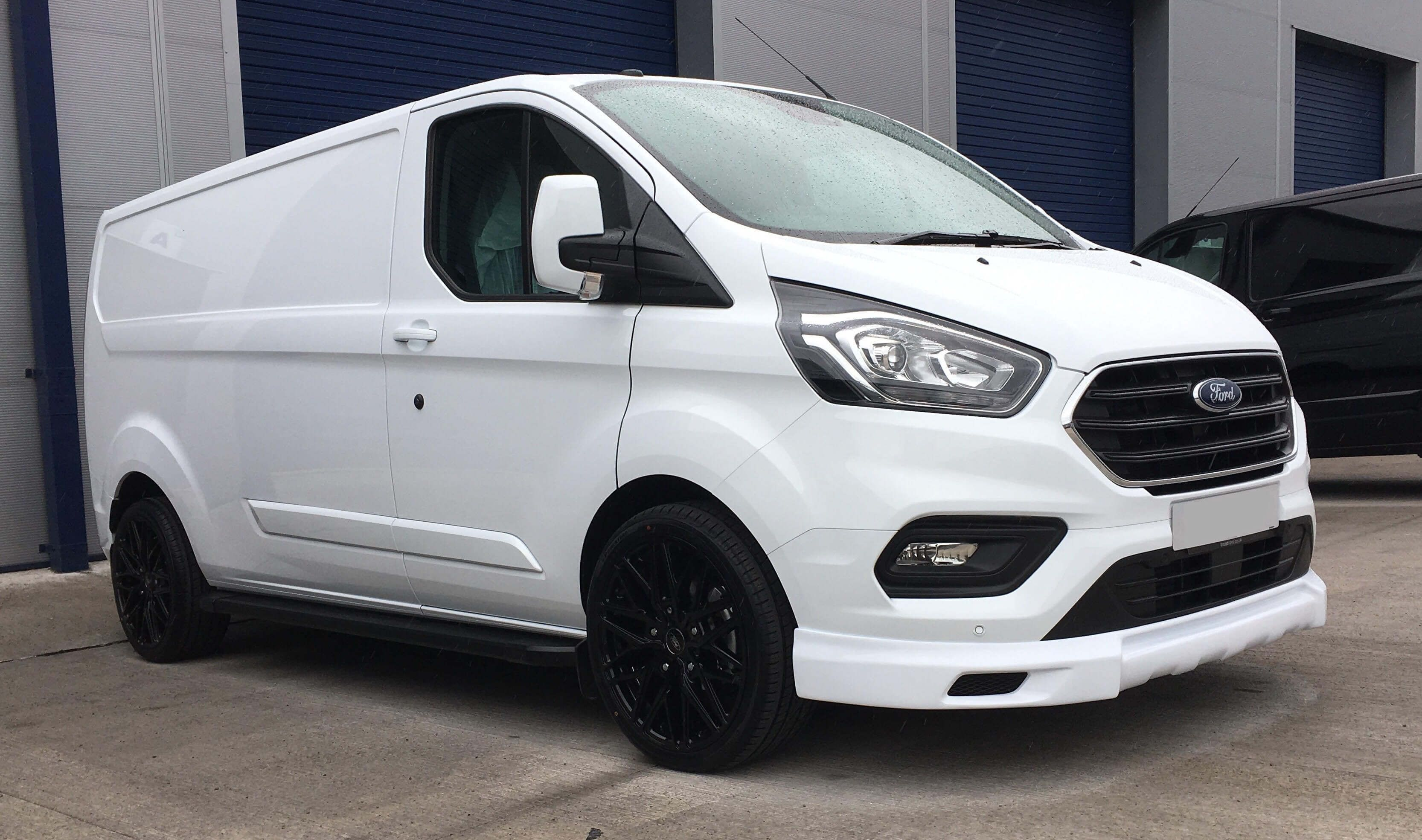 New Face Lift Model Ford Transit Custom Limited Q Sport Upgraded 20 Alloy Wheels Spoilers Side Steps Very High Specification Transit Custom Air Con Blue