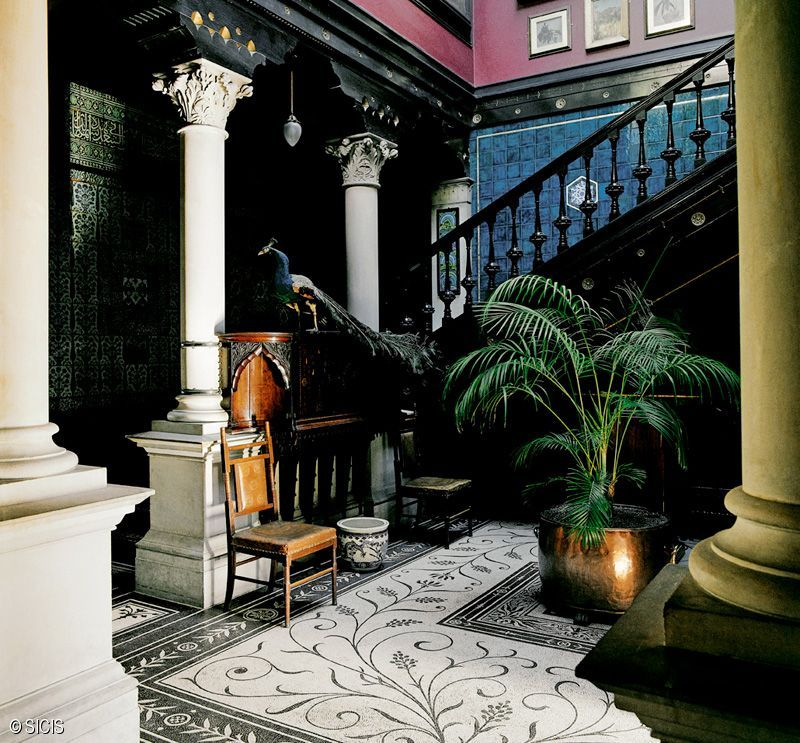 Black walls with the classic italian tile floor