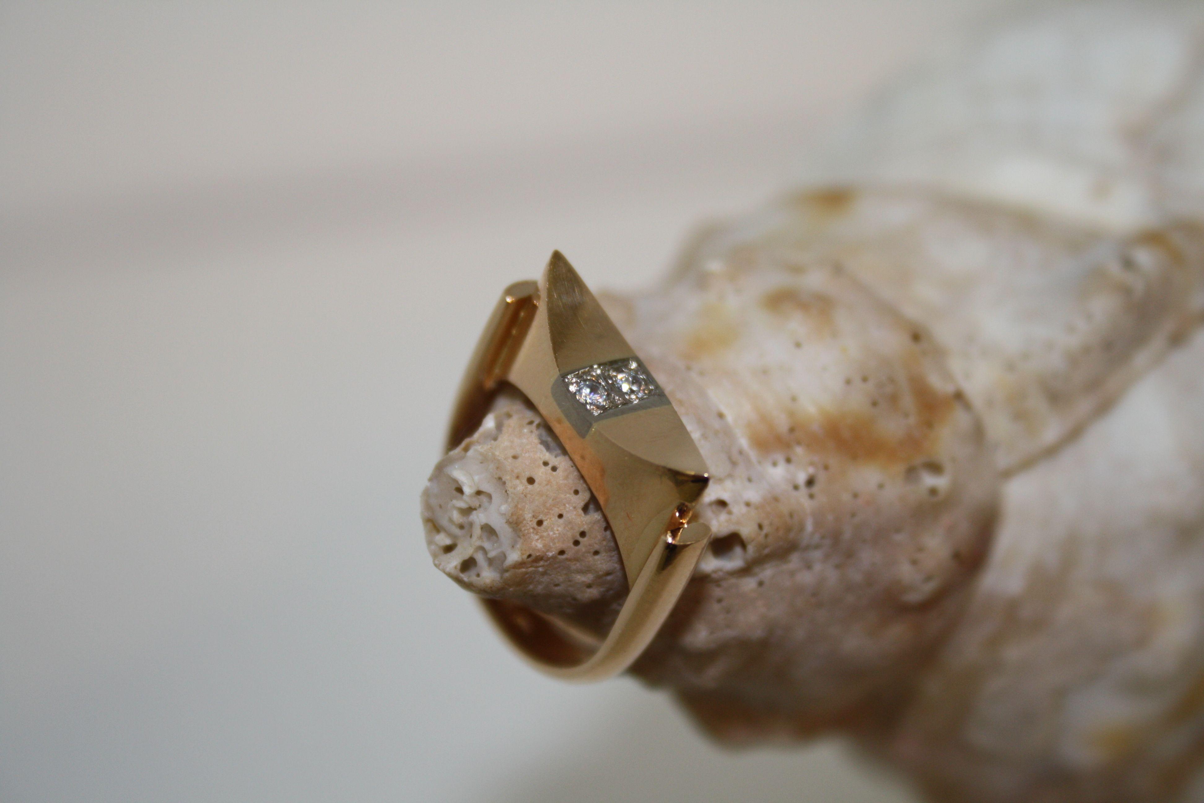Kultasormus. Päättötyö kultasepän ammattitutkinnossa http://www.ateljeeargento.fi/index.php/galleria