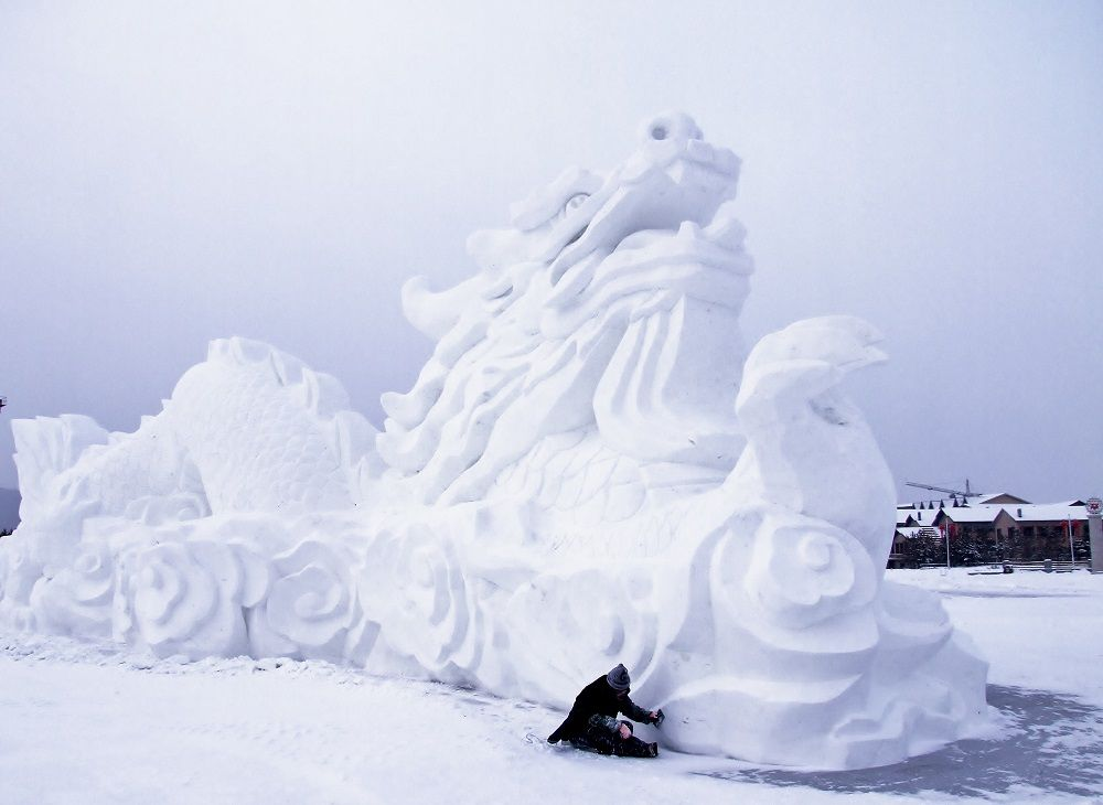 Harbin ice festival - snow dragon. 7 reasons to travel to china this winter
