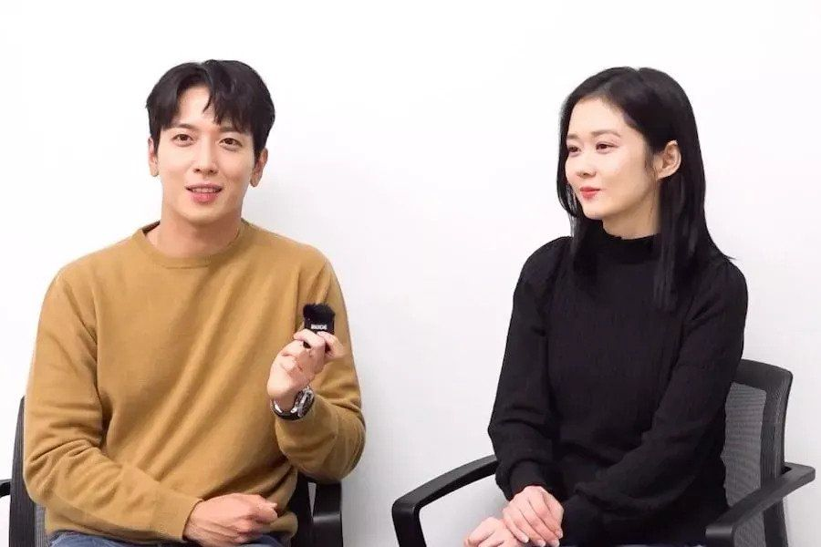Jung Yong Hwa And Jang Nara Share Why They Were Drawn To Their New Drama + Get Into Character At Script Reading