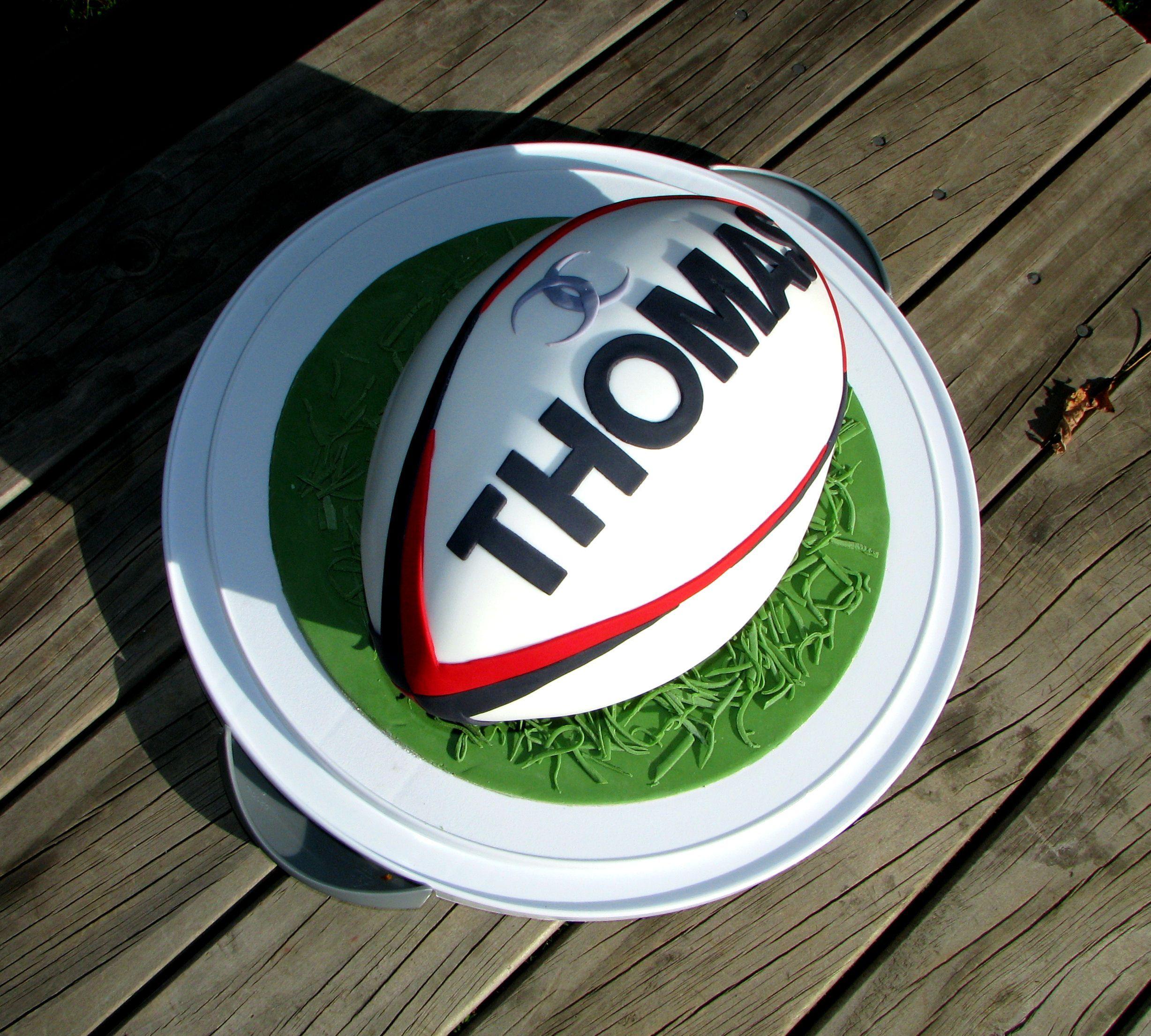 photo g teau en forme de ballon de rugby pr paratifs anniversaire pinterest photo gateau. Black Bedroom Furniture Sets. Home Design Ideas